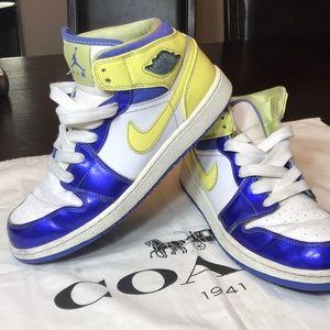 Nike Air Jordan Retro. Size 7Y. Yellow/Blue.